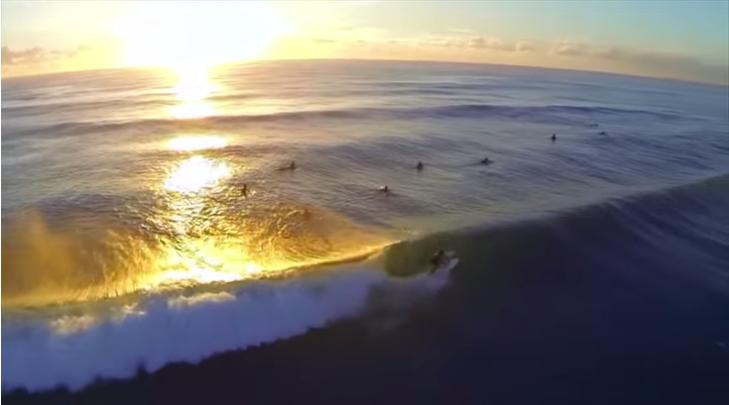 【空撮動画】ゴールドコーストのサンライズセッションサーフィン