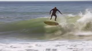 【動画】賞金$10,000の技術、キックフリップを1本の波で2回!サンタクルーズ出身、ゾルタン・トルコス(Zoltan Torkos)