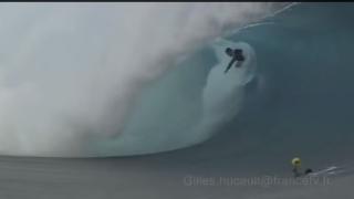 【動画】18分にも及ぶタヒチでのサーフィン映像、波乗り失敗もあり