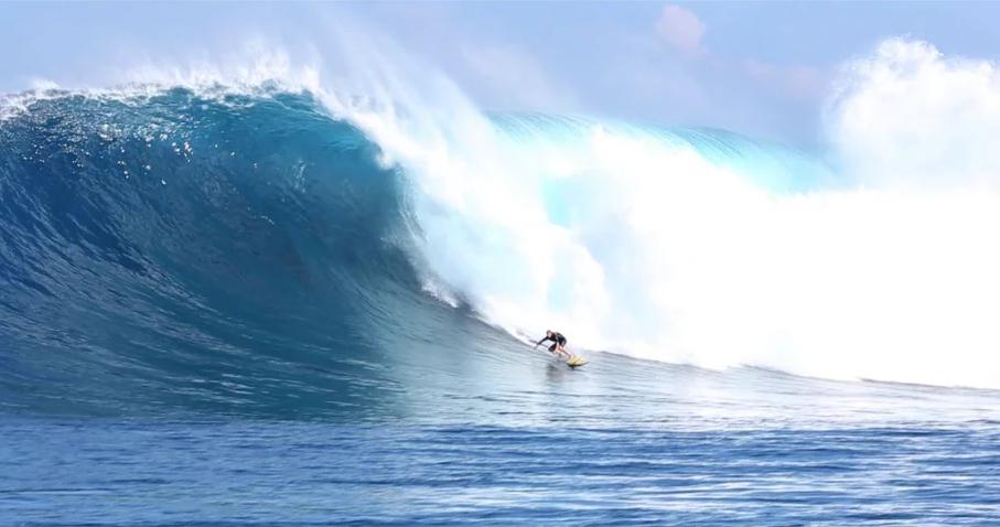 ジョーズ(JAWS)のポイントにて華麗なライディング動画