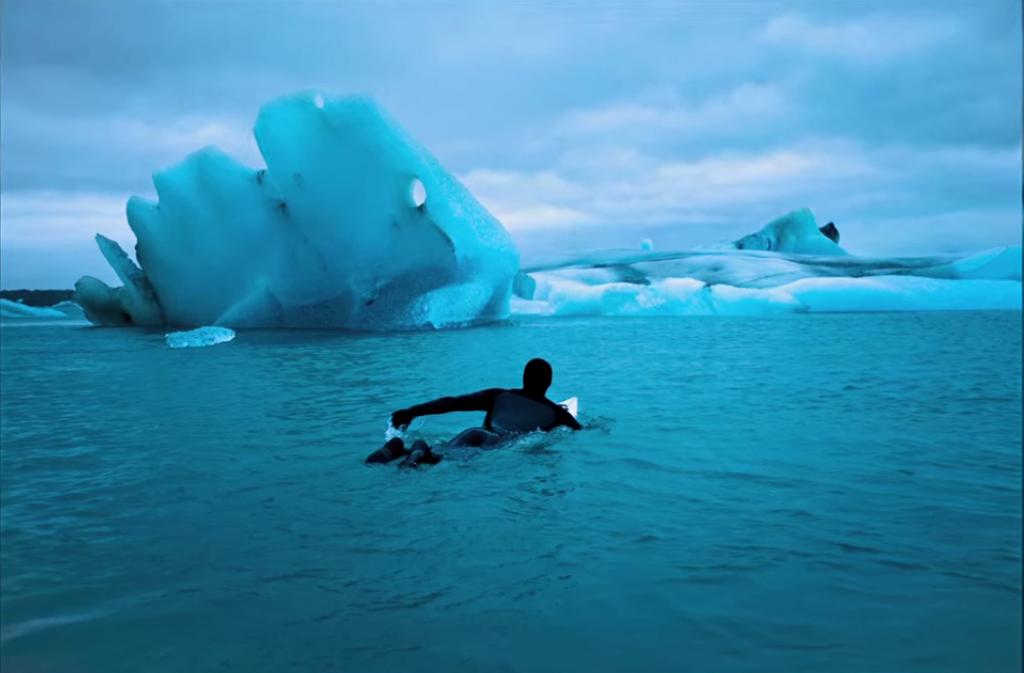 北極の極寒サーフムービー