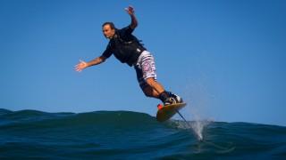 【動画】Laird Hamilton(レアード・ハミルトン)が魅せるfoil boardでビックェーブに乗る
