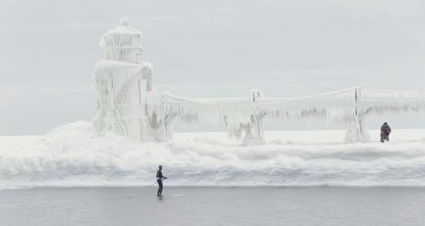 【動画】北極?南極?いえいえ一月下旬のミシガン湖、パドルボード動画
