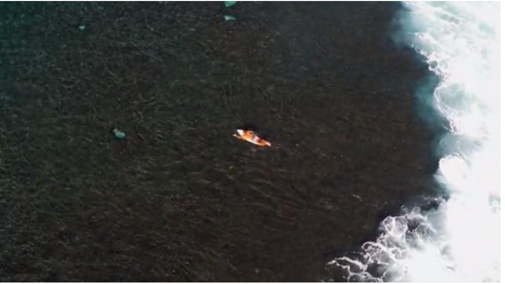 Diego Santos(ディエゴ·サントス)の空撮・トリプルサイズのチューブライディング