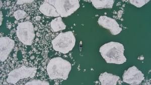 【動画】北極?南極?いえいえ一月下旬のミシガン湖、パドルボード動画2