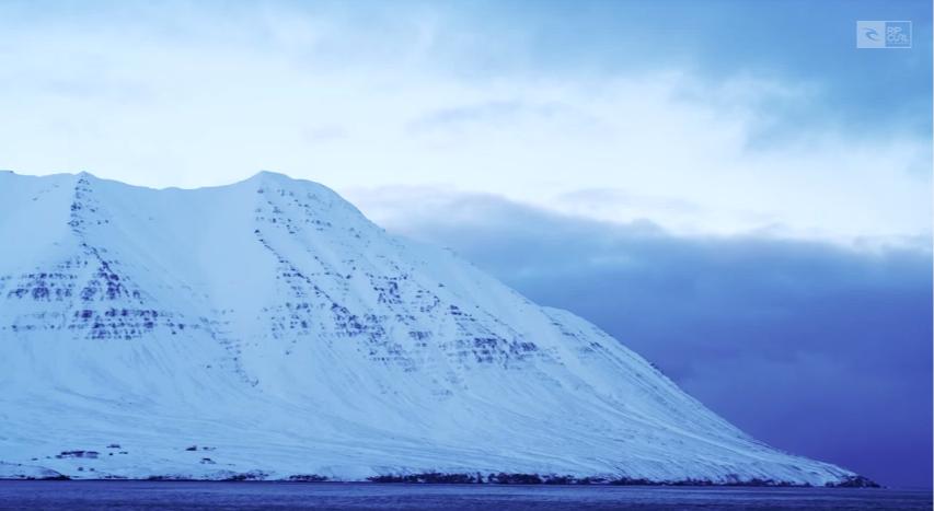 リップカールライダーが送る、Noah Wegrich(ノア・ウェグリッチ) & Noah Cohen(ノーアー・コーヘイン)アイスランド、極寒サーフィンセッション