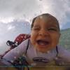 【動画】 9 ヶ月の赤ちゃんをボディーボードでお父さんと乗る!!
