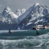 【画像】Julia Mancuso(ジュリア・マンカソ)のアラスカでのサーフセッションフォト