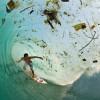 【画像】サーフィンの楽園南インドネシアは深刻なゴミ問題を抱えている