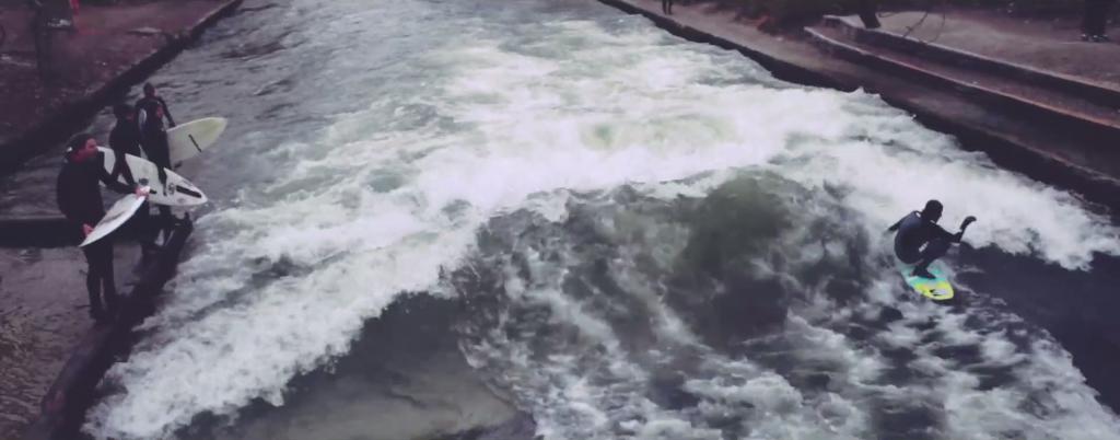ロンドンのメトロポリタンでリバーサーフィン
