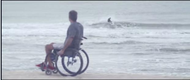 腰から下の麻痺の彼を背負ってサーフィン、夢を叶えるために立ち上がったMartín Passeri(マーティン・パサーリー)
