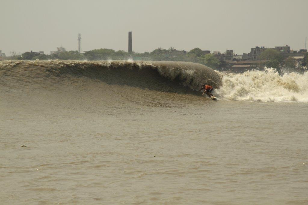 カルカッタのガンジス川は、世界最高の川の波があるかもしれません