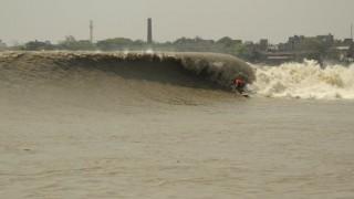 【動画】カルカッタのガンジス川は、ポロロッカ(Pororoca)の度に世界最高の川の波があるかもしれません