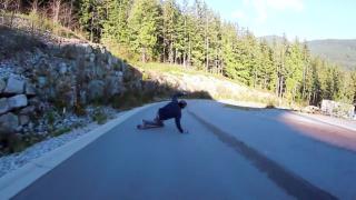 【動画】長い山の坂道を疾走!スケボーダウンヒルスペシャリストのKyle Martin(カイル·マーティン)