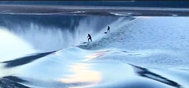 SUPボードでTurnagain Arm(ターンアゲン・アーム)湖で潮の動きで起こるロングライド動画