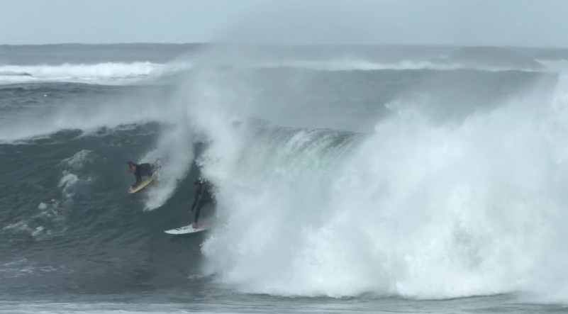ノースポイントでの爆弾みたいな波を乗りこなす、Jay Davies(ジェイ·デイヴィス)、Shaun Manners(ショーン・マナー) 、Beau Foster(ボー・フォスター)