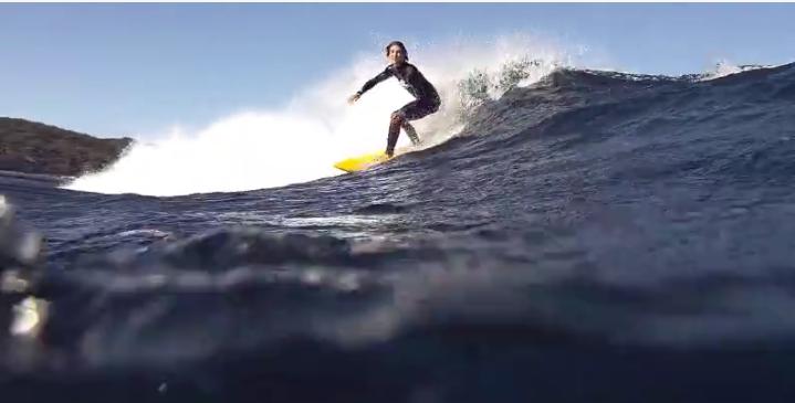 何と波の下には・・・波を共有するような動画Hector Santamaria(ヘクター・サンタマリア)