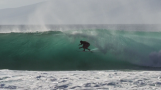 【動画】Granger Larsen(グランガー・ラーセン)のマウイ島セッションでの近距離撮影