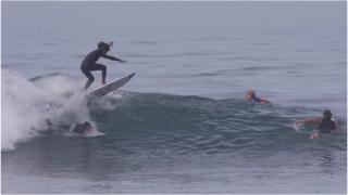 【動画】ぶつかりそうなポイントでボードをジャンプして避けるyago-dora(ヨガ・ドラ)inバリ