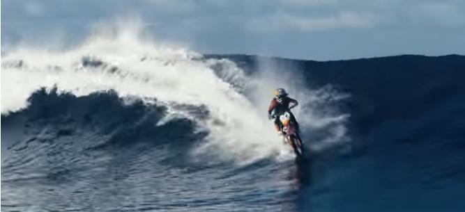 ジェットバイク?水上バイク?容赦がない位全力疾走する動画‼その名はRobbie Maddison(ロビー・マディソン)