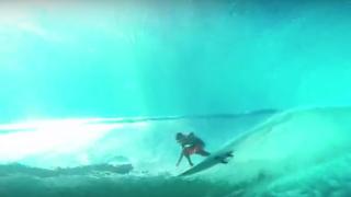 【動画】透明度が高いタヒチ、チョープー(Teahupoo)ダイバー視点から見る海の中の動画