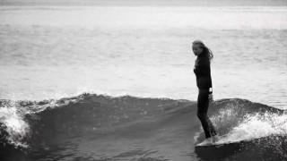 【動画】フランス出身のアーティスト兼女性サーファーMargaux Arramon(マルゴー・アーハモン)のサーフィン動画