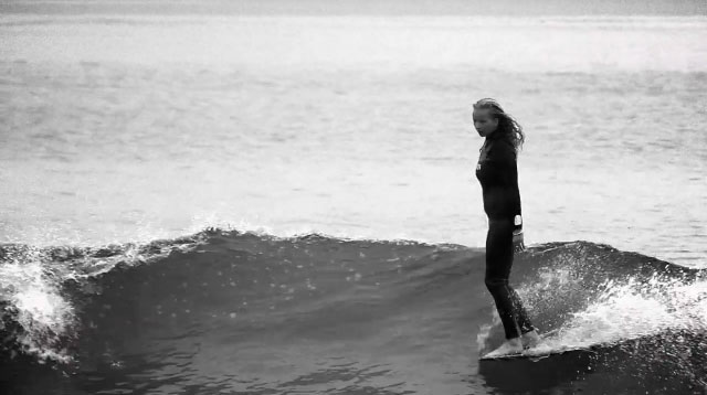 アーティスト兼女性サーファーMargaux Arramon(マルゴー・アーハモン)のサーフィン動画