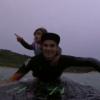 【動画】娘を背負ってからボード変更するなどライディングするトリッキーなお父さんの動画