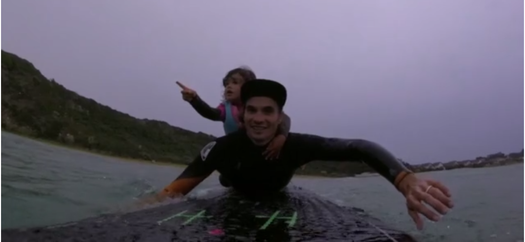 娘を背負ってからボード変更でライディングするトリッキー動画
