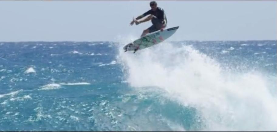 マウイ島出身のAlbee Layers(アルビー・レイヤー) がエヤーなどのライディング動画