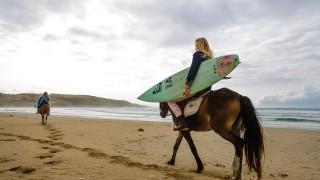 【動画】南アフリカ出身の女性サーファーが送る、10日間のトリップサーフムービー