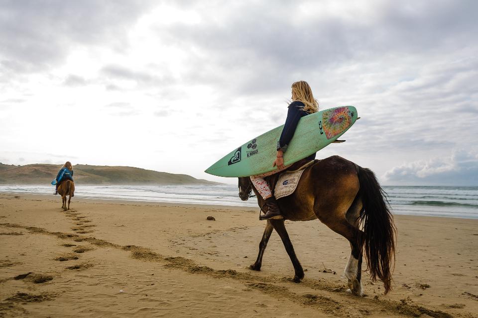 南アフリカ出身の女性サーファーが送る、トリップサーフムービー