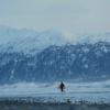 【動画】もう目の前は冬!寒い地域でもサーフィンを楽しむ人達inアラスカ