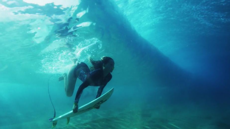 サーフィンを水中から撮影するとどう見えるのか?