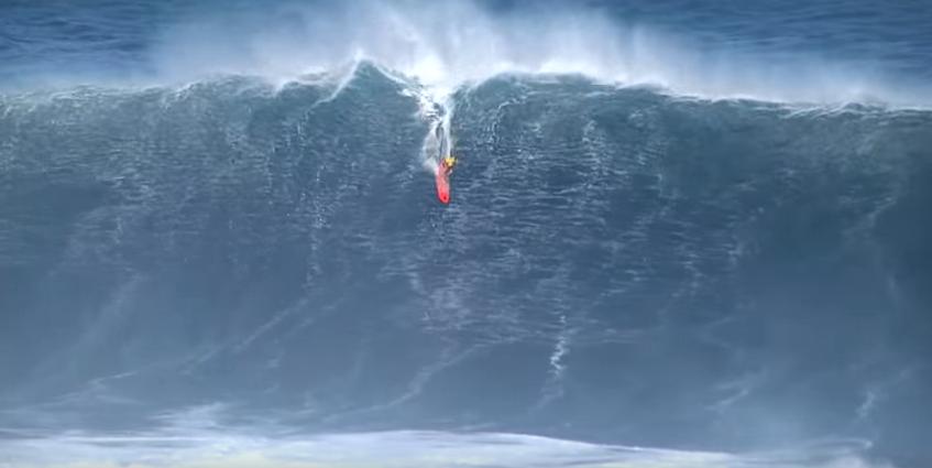 50フィート(15m)の波を次々とライディングしていくビックウェーバー達