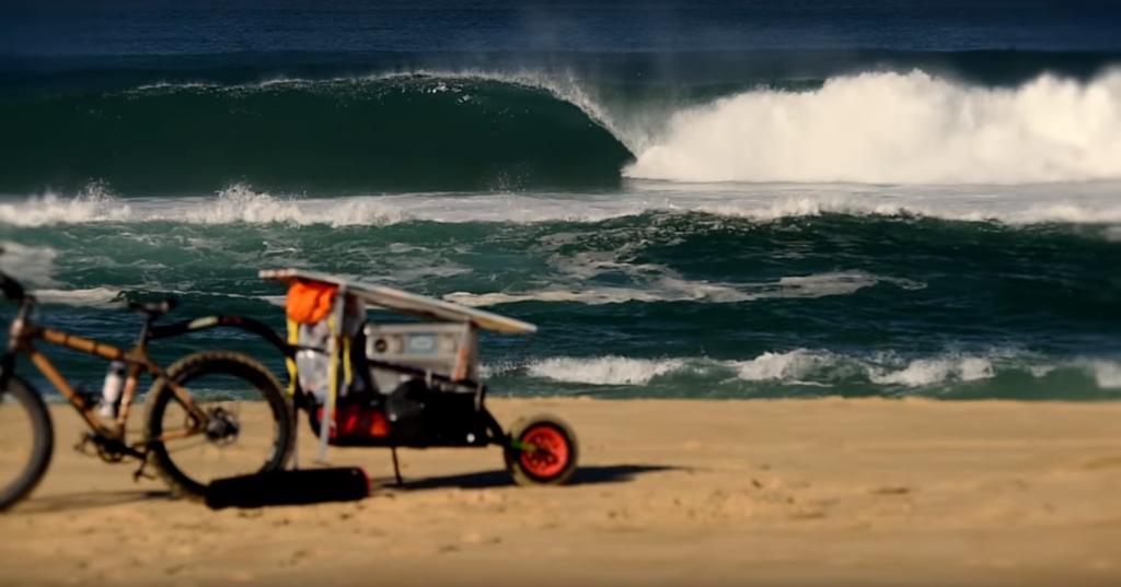 Fatbikeで大西洋岸に1,017キロに沿ってうねりを求めていく動画