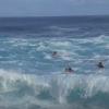 【動画】ハワイのビックウェーブポイントJAWSへと向かうサーファー