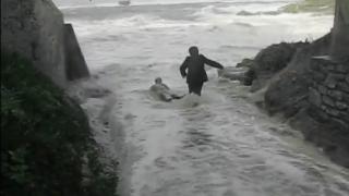 【動画】荒れているポイントで波のチェックの際は要注意!