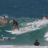 【動画】4人の女性サーファーがロキシープロのウォームアップで人を縫う様にライディングしていく