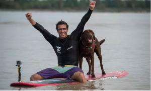 最長の波を犬とライディングし、ギネス記録に認定!1
