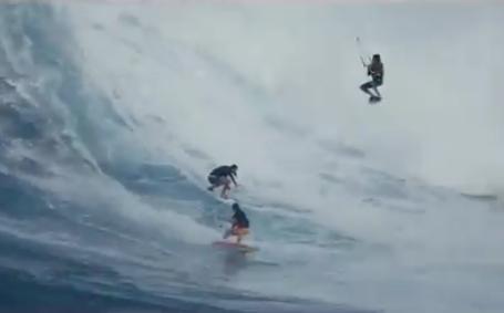 衝撃!トリオでのカイトサーフィン!