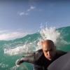 【動画】ケリー・スレーター、SUPの上にビーズクッションを乗っけてライディング