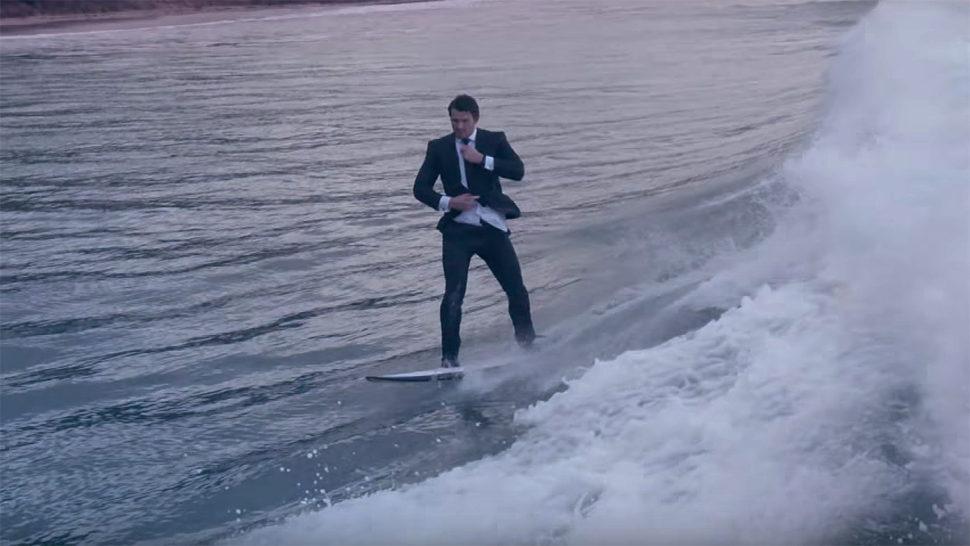 夏だ!スーツだ!サーフィンだ!