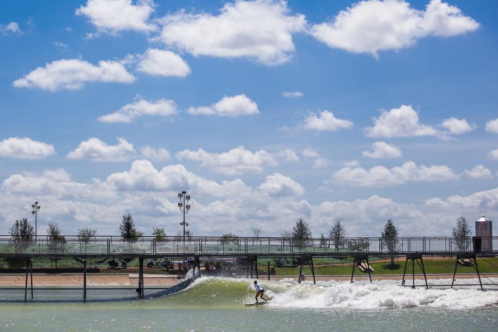 アメリカテキサス州のサーフパーク「NLand Surf Park」
