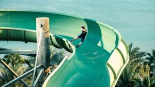 【動画】ウォーターパークのスライダーでスケーターが大暴れ