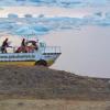 【動画】3人のサーファーがアイスランドの氷山の中サーフィン
