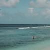 【動画】ドローンで引っ張ってもらってハワイの波にスキムボードでチャレンジ