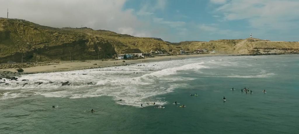 ペルーのサーフスポットは漁船が見えるスポット