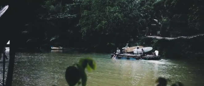 サーフィンとバイクをコンセプトとした動画を紹介