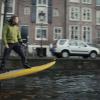 【動画】シティーサーファー電動サーフボードで川をクルージング